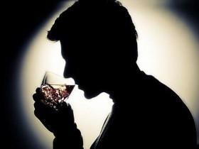 吃伟哥能喝红酒吗?吃伟哥要注意什么?